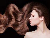 كل ما تحتاجين معرفته عن ملمع الشعر.. استخدميه بديل للصبغة أو بدونها