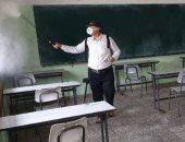 تعقيم المدارس فى غزة لاستقبال الطلاب لأداء امتحانات الثانوية العامة.. صور