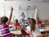 علماء يؤكدون أهمية الكتابة بالقلم لزيادة نشاط أدمغة الأطفال