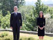شاهد .. ملك إسبانيا وأسرته يقفون دقيقة حداد على أرواح 27 ألف من ضحايا كورونا
