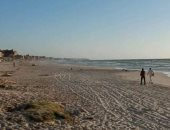 الأجهزة الأمنية بالإسكندرية تخلى شاطىء البيطاش لوجود تجمعات