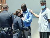 """دينزل واشنطن يمنع الشرطة الأمريكية من احتجاز """"شخص أسود"""".. فيديو"""