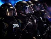 واشنطن بوست: مخاوف بسبب ضعف معدل تطعيم رجال الشرطة الأمريكية ضد كورونا