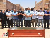 جنازة الراحل حسن حسنى ودفنه بمقابر أسرته بطريق الفيوم