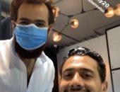أحمد عادل يتغلب على ملل حظر كورونا بـ قصة شعر جديدة