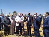 صور.. وزير الزراعة: سنستعين بطلاب الزراعة والطب البيطرى لتطبيق مشروعاتهم