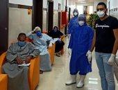 صور.. مستشفى العديسات تعلن خروج 4 حالات بعد شفائهم من كورونا بالأقصر