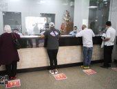 صور.. التزام تام بين المواطنين بارتداء الكمامات بمكاتب البريد