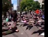 """متظاهرون أمريكيون يرددون كلمات جورج فلويد الأخيرة: """"لا أستطيع التنفس""""..فيديو"""