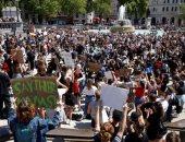 المئات يحتجون فى لندن وبرلين على مقتل رجل أسود فى أمريكا.. صور