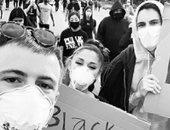 بعد نجاح أغنيتها .. إريانا جراند تشارك فى المسيرات الاحتجاجية فى أمريكا