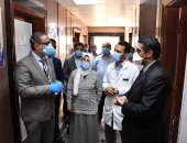 """محافظ الفيوم يتفقد تجهيزات مستشفى التأمين الصحى لعزل مصابى """"كورونا"""""""