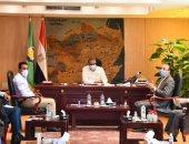 محافظ الفيوم يطالب رجال الدين بتوعية المواطنين بإجراءات مواجهة كورونا (صور)
