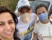بالكمامات.. دنيا سمير غانم ورامي رضوان يهنئان هشام جمال بعيد ميلاده