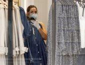 بيع الملابس بالصناديق بنصف الثمن فى محاولة لتقليل الخسائر بسبب كورونا