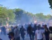 فيديو.. الشرطة الأمريكية تستخدم قنابل المسيلة للدموع لفض المتظاهرين أمام البيت الأبيض