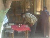 ضبط مقهى مخالف لإجراءات الحظر فى الشرقية.. صور