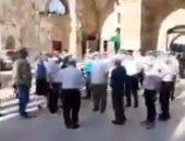 عشرات المستوطنون يقتحمون المسجد الأقصى فى حماية شرطة الاحتلال.. فيديو