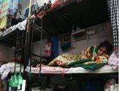 إصابة عمال مشاريع المونديال فى قطر تكشف انتهاكات نظام الحمدين بحق العمالة الأجنبية.. وكيف ساهم فى تفشى الوباء.. عامل ينهى تعاقده مع الدوحة ويؤكد: 10 عمال فى غرفة صغيرة و9 أشخاص فى مقصورة استحمام واحدة