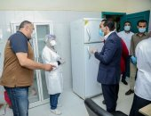 صور.. نائب محافظ قنا يشكر الأطقم الطبية فى مستشفيات العزل الصحى بفرشوط
