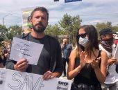 نجم الأوسكار بن أفليك يشارك فى مظاهرات مناهضة العنصرية بدون كمامة