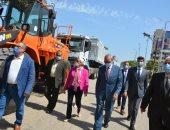 وزارة البيئة تسلم القليوبية 7 سيارات و3 لوادر بالمحطة الوسيطة بالقطاوى (صور)