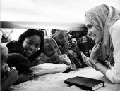7 صور جعلت أنجلينا جولى محبوبة للفقراء حول العالم.. فى عيد ميلادها