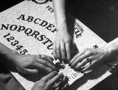 الوسيط الروحانى والويجا.. طرق الأمريكان لـ التواصل مع ضحايا الأوبئة والحروب