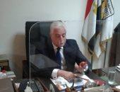 محافظ جنوب سيناء يستخدم حاجز مكتبى للوقاية من كورونا من إنتاج وزارة الأوقاف