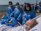مستشفى ببرشلونة تنظم رحلات شاطئية لمرضى فيروس كورونا للتخفيف عن آلامهم.. صور