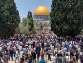 فيديو.. آلاف المصلين يتوافدون على المسجد الاقصى لأداء صلاة الجمعة