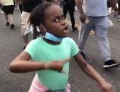 لا عدالة لا سلام.. أصغر متظاهرة تشعل حماس المحتجين فى أمريكا.. فيديو وصور