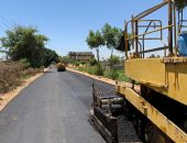 رصف طريق العنبرية بمركز المنشاة بسوهاج بتكلفة مليون و600 ألف جنيه