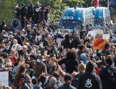 متظاهرون يتجمعون فى باريس للاحتجاج على العنصرية وعنف الشرطة