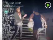 فيديو.. امرأة تحطم نصبا تذكاريا لجورج فلويد فى لوس أنجلوس