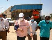 محافظ أسوان يظهر برباط الكتف بعد عودته من الإجازة المرضية