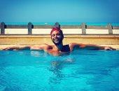 """محمد إمام من حمام السباحة: خليك متحفز ومركز """"اللى جى طلق حى"""""""