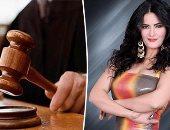 سما المصرى تظهر بالكمامة الطبية في محاكمتها بتهمة التحريض على الفسق والفجور