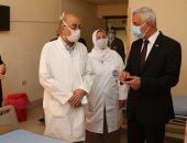 رئيس جامعة المنوفية يتفقد مستشفى العزل الصحى بمعهد الكبد القومى