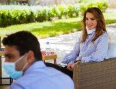 الملكة رانيا تشكر فريق الجمعية الملكية على جهود التوعية بمخاطر كورونا.. صور