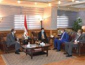 وزير الرياضة يلتقي رجال أعمال لبحث الاستثمارات المقترح إقامتها باستاد القاهرة