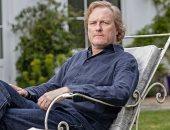 حارب الألم بموهبتك.. حكاية مؤلف بريطانى مع السرطان فى مراحل عمره المختلفة