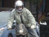 بدراجة نارية وقناع .. براد بيت يشارك فى مظاهرات للتنديد بمقتل جورج فلويد