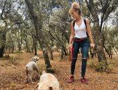 الإسبانية إستير آيسبو تخرج من العزل الصحي المنزلي لنزهة في الغابات