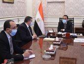 """رئيس الوزراء يستعرض مع وزير الإعلام جهود التوعية لمواجهة """"كورونا"""""""