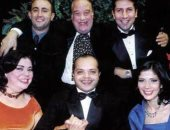 هانى رمزى فى صور قديمة مع حسن حسنى وعدد من النجوم: كنا ولاده بجد