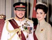 بالزى الملكي وملامح لم تتغير.. الملك عبد الله الثاني وزوجته يوم تتويجه منذ 21 عاما.. صور