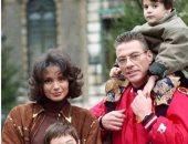 فان دام فى صورة نادرة مع عائلته.. كأنك لم تشاهده من قبل
