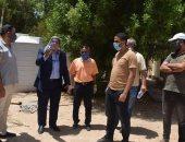 رئيس مدينة نويبع يتابع إصلاح خط مياه يغذى مجمع المدارس ..صور