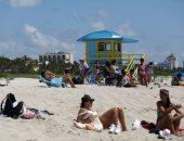 """حمامات الشمس والاستمتاع بالمياه.. الأمريكيون يتوجهون لـ""""ميامى"""" بعد افتتاح الشواطئ"""